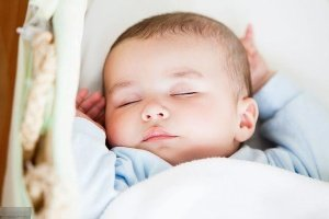 """10大热门""""宝宝睡眠流言"""",你信了几个?"""