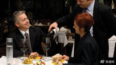 在餐厅点葡萄酒 如何防止被宰?
