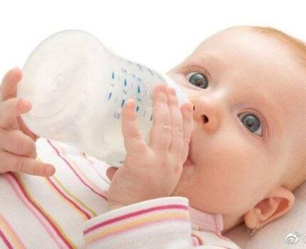 没添加辅食之前,如何确定宝宝的奶量